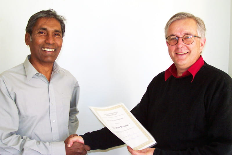 Peru Perumal, the Society's second president (after Bernard Smith), receives life membership from Glebe Society president, Andrew Craig, at the AGM in 2003. (photo: Bruce Davis)