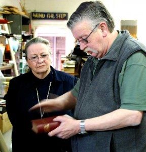 Artisans tour 2010: a Glebe bookbinder demonstrates his craft