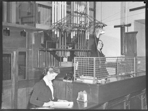 Cash desk, Grace Bros. Photographer: Sam Hood (1872 - 1953) State Library of NSW