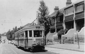 An R1 class tram at Stop 30 in Glebe Point Road opposite Palmerstone Avenue (January 1958)